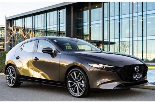 Mazda 3 /SKYACTIV-G150/EDITION 100 bei Autohaus Kolm GmbH in